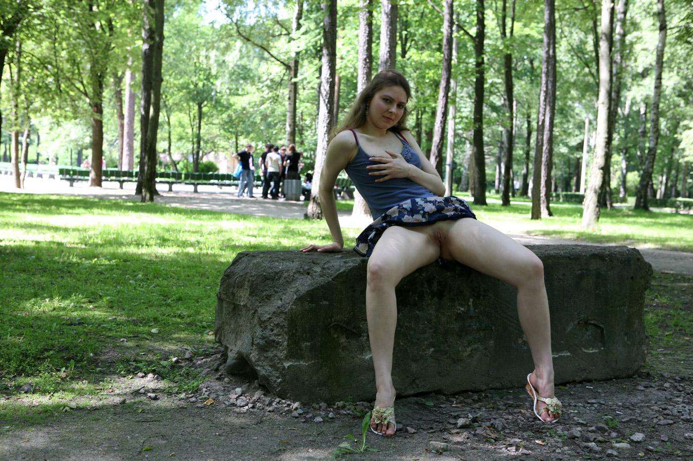 Девушки В Парке Без Трусов Смотреть Только Видео