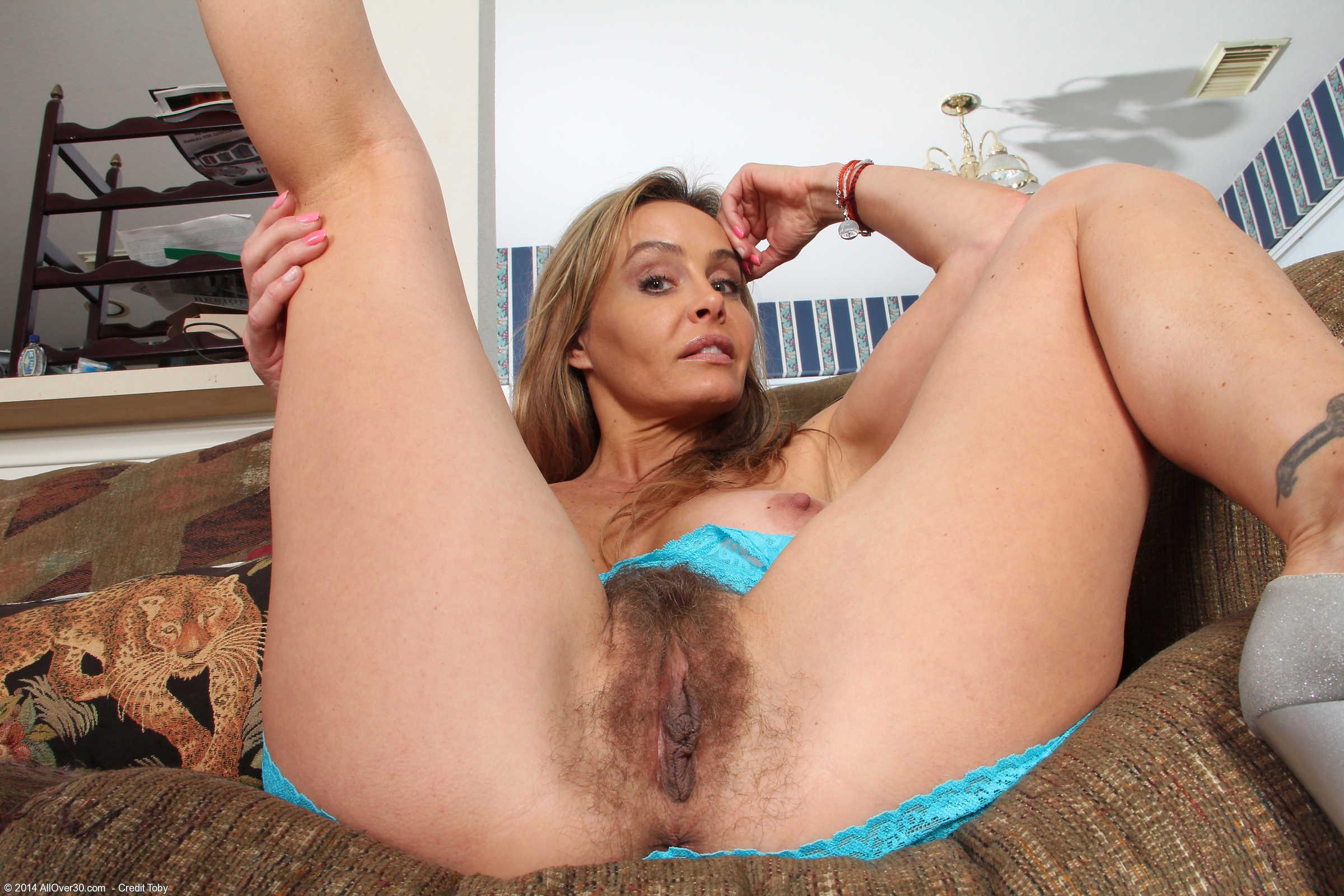 Фото зрелые волосатые сучки, Фото голых баб с волосатой пиздой 25 фотография