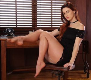 Karlie-Montana-Office-Erotic-Set-4-%28x100%29-36xoq2143g.jpg